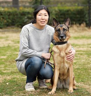 嘱託警察犬となったトルダ号と福澤さん