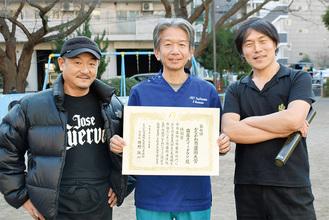 (右から)鈴木会長、メンバーの浜田さん、倉田さん