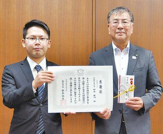勝俣店長(左)と鈴木市長