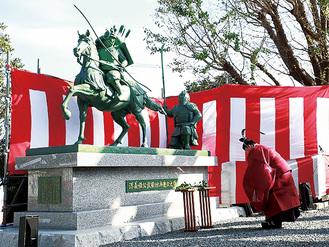 建立した義経と弁慶の銅像