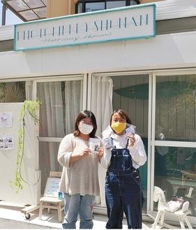 長田さん(右)と協力者の池田みずほさん