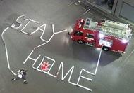 ホースで「STAY HOME」