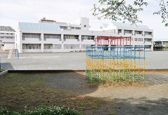一斉休校中が続き静かな校庭。週明けから再開する(=25日、大道小学校)