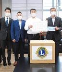 塚本会長(右から2番目)