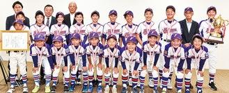 優勝した藤沢リトルリーグの選手たち