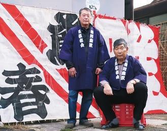 自慢の凧を背に立つ宮澤会長と岩本さん相州藤澤凧保存会:0466-25-0971