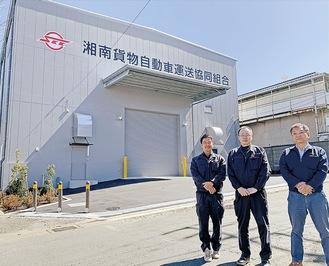 インタビューに応じる木野宮理事長(中央)、細野副理事長(右)、和田建設委員