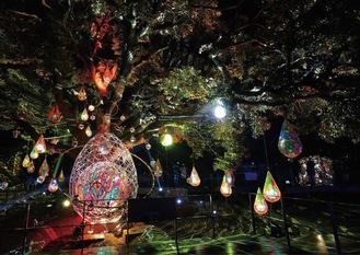 ミラーボールを使った光のオブジェ(写真は2019年冬の湘南の宝石=江ノ島電鉄提供)