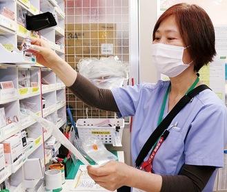 薬剤師として薬に加えアロマオイルの管理もする佐藤さん