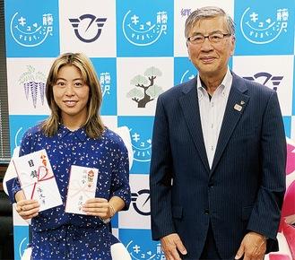 東京五輪サーフィン競技に出場する都筑さん(左)