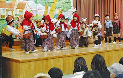 青木幼稚園でひなまつり発表会