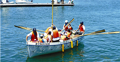 ボートで江の島周遊