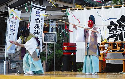 白旗神社で伝統の湯立神楽