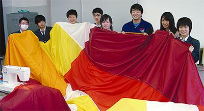 文化祭で熱気球打ち上げ