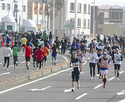 約8000人が藤沢駆ける