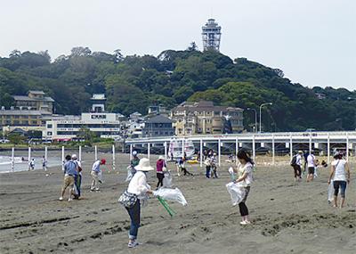 東浜海岸を清掃