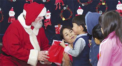 クリスマス会に園児100人