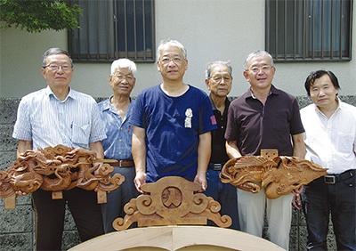 手彫りの山車飾りを制作