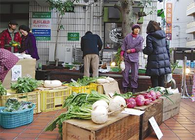安心な野菜を路上販売