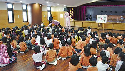 幼稚園で防犯訓練