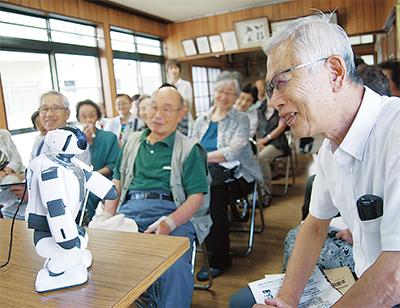 敬老会に人型ロボット
