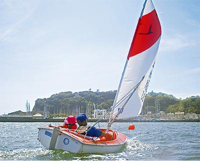 江の島の海でヨット体験