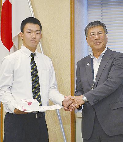 小笠原投手に特別表彰