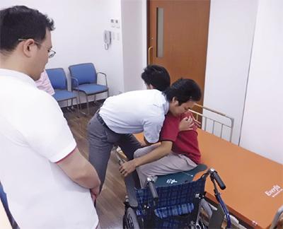 藤沢富士白苑「介護教室」開催在宅での介護のこと、学べます