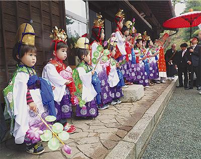 薬王寺で稚児行列
