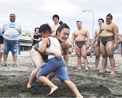 「どすこい」で江の島美化
