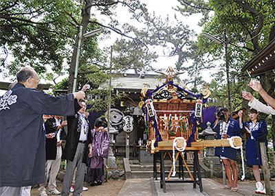 鵠沼賀来神社で新神輿お披露目