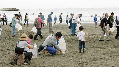 片瀬海岸で美化清掃