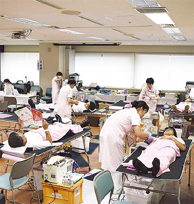 市役所で献血活動