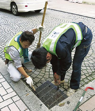 早朝に藤沢駅を清掃