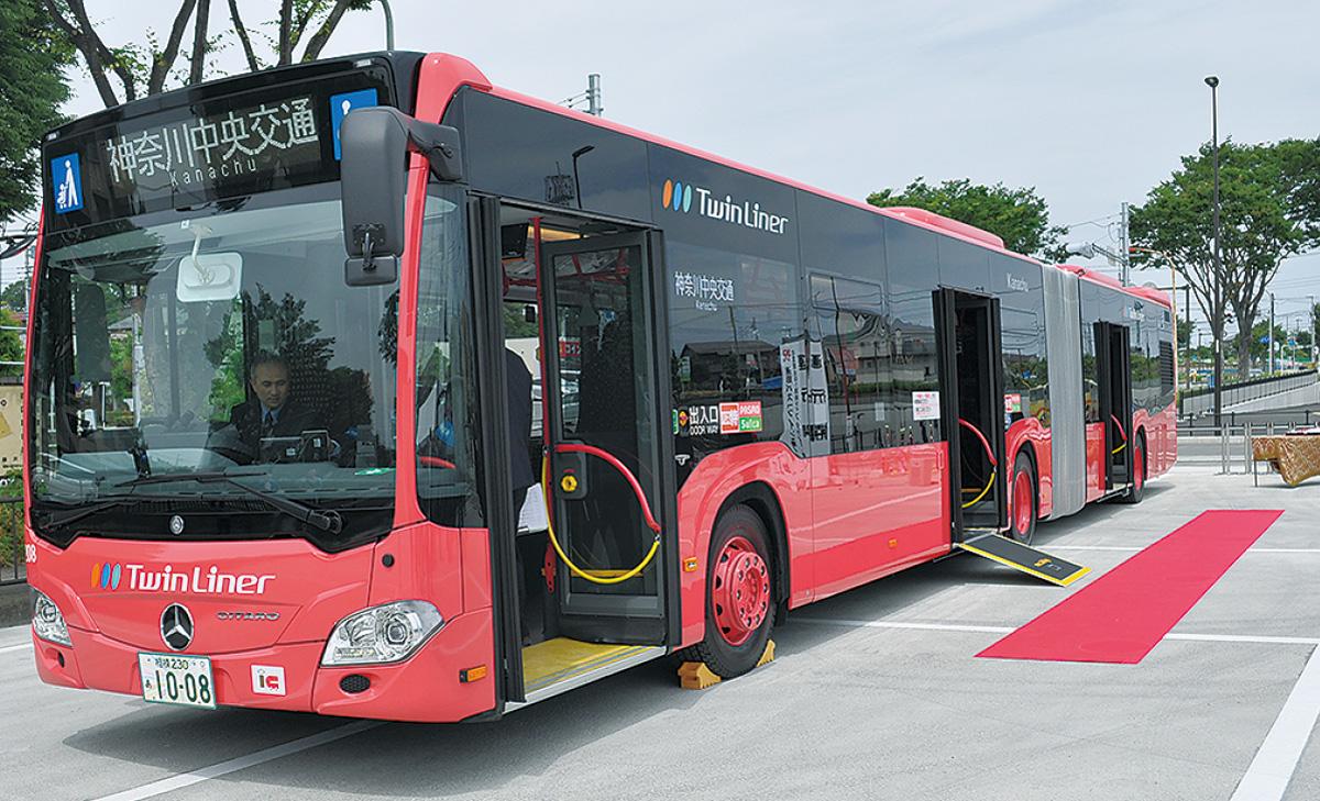 連節バス、運行始まる 市内では2例目