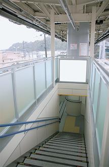 階段2カ所を新設(写真前方は江の島方面)