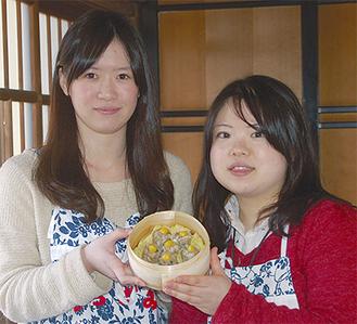 最優秀賞作品を手がけた小澤さん(左)と亀井さん