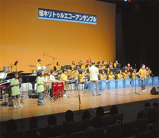 勝田新先生(御成小)と小泉マリ先生(富士塚小)が創立。「親子2代で参加してくれている人もいる。これからも地域とかかわりあいながら続けていきたい」と勝田先生