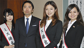 写真左から八島さん、松尾市長、桝渕さん、櫻井さん=3日撮影