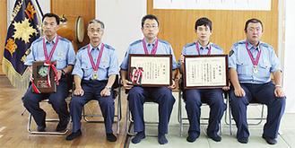 写真左から鎌迫、堀田、菊池、山田、赤松の各選手(敬称略)=5日、大船警察署