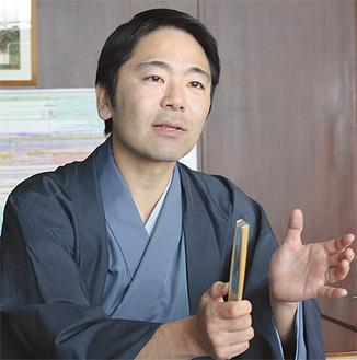「世界遺産にふさわしいまちづくりを」と松尾市長=昨年12月11日、市役所
