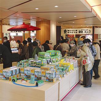 3月22日のプレオープンの様子。江ノ電利用者らで賑わった