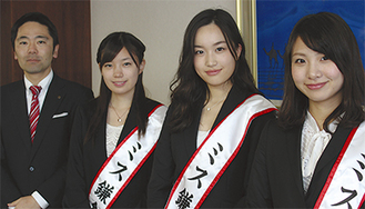 写真右から江口桃子さん、山中葉月さん、小野麻子さん、松尾崇市長=4日