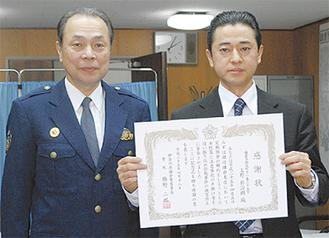 橋野署長と上野さん(右)
