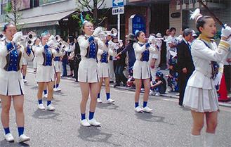 華やかなパレード(写真は昨年)