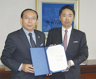 石渡理事長(左)と松尾市長