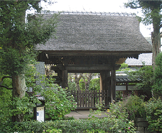 極楽寺の茅葺の山門