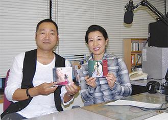 DJの上田さん(左)と前田さん