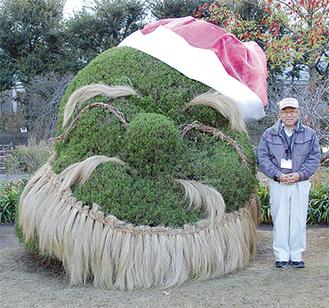「植物園のサンタさんは早くも子ども達の人気者です」と坂本園長