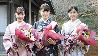 コンテストを勝ち抜いた新しいミス鎌倉。左から石井さん、相原さん、林さん